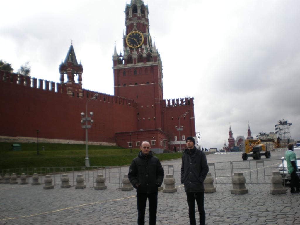 Архитекторы у Спасской башни московского Кремля