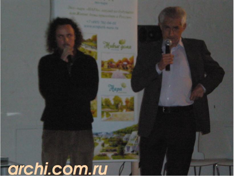 Хавьер Сеносиан (справа) и переводчик